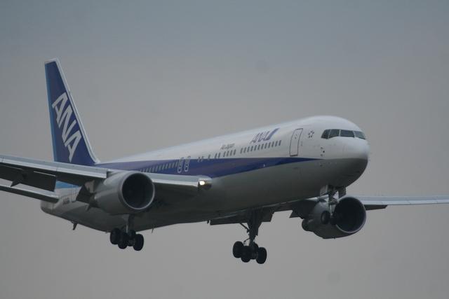 かみじょー。さんが、成田国際空港で撮影した全日空 767-381/ERの航空フォト(飛行機 写真・画像)