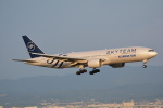 LEGACY-747さんが、関西国際空港で撮影した大韓航空 777-2B5/ERの航空フォト(飛行機 写真・画像)