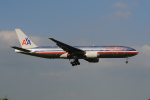 LEGACY-747さんが、成田国際空港で撮影したアメリカン航空 777-223/ERの航空フォト(飛行機 写真・画像)