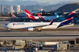(新)ふぁんとむ改さんが、ロサンゼルス国際空港で撮影したラタム・エアラインズ・チリ 767-316/ERの航空フォト(飛行機 写真・画像)