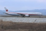 kumagorouさんが、仙台空港で撮影した航空自衛隊 777-3SB/ERの航空フォト(飛行機 写真・画像)