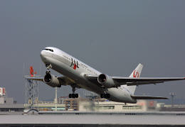 tsubameさんが、福岡空港で撮影した日本航空 767-346の航空フォト(飛行機 写真・画像)