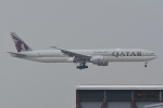 kuro2059さんが、香港国際空港で撮影したカタール航空 777-3DZ/ERの航空フォト(飛行機 写真・画像)