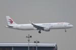 kuro2059さんが、香港国際空港で撮影した中国東方航空 A321-211の航空フォト(飛行機 写真・画像)