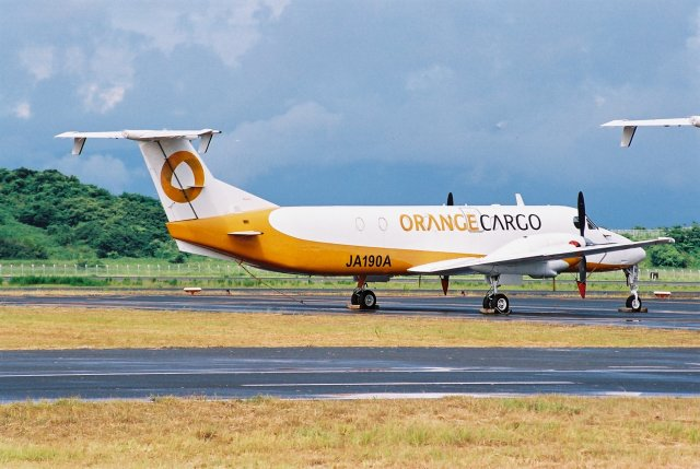 ゴンタさんが、長崎空港で撮影したオレンジカーゴ 1900C-1の航空フォト(飛行機 写真・画像)