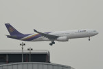 kuro2059さんが、香港国際空港で撮影したタイ国際航空 A330-343Xの航空フォト(飛行機 写真・画像)