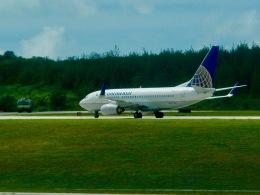 ふくそうじさんが、アントニオ・B・ウォン・パット国際空港で撮影したコンチネンタル航空 737-724の航空フォト(飛行機 写真・画像)