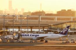 Hiro-hiroさんが、羽田空港で撮影した全日空 767-381F/ERの航空フォト(飛行機 写真・画像)