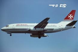 tassさんが、ロンドン・ヒースロー空港で撮影したエア・マルタ 737-2Y5/Advの航空フォト(飛行機 写真・画像)