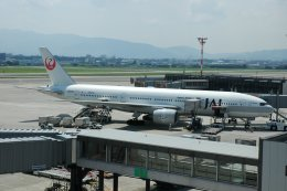 islandsさんが、伊丹空港で撮影した日本航空 777-246の航空フォト(飛行機 写真・画像)