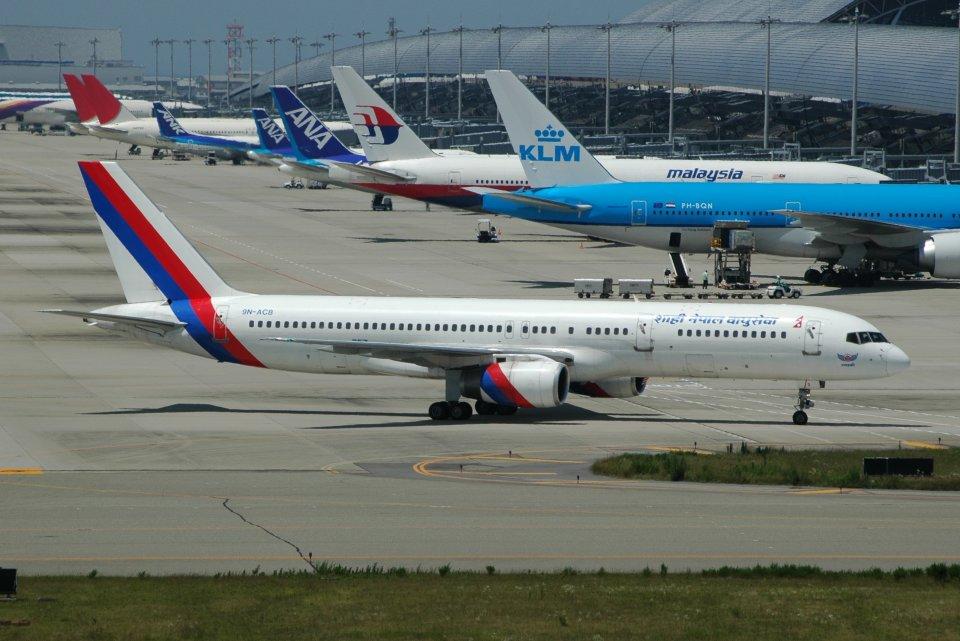 islandsさんのロイヤル・ネパール航空 Boeing 757-200 (9N-ACB) 航空フォト
