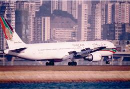 JA8037さんが、啓徳空港で撮影したガルフ・エア 767-3P6/ERの航空フォト(飛行機 写真・画像)