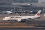 KAZFLYERさんが、羽田空港で撮影した日本航空 777-246/ERの航空フォト(飛行機 写真・画像)