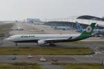 kuro2059さんが、関西国際空港で撮影したエバー航空 A330-302の航空フォト(飛行機 写真・画像)