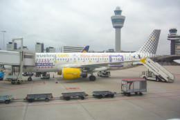 jombohさんが、アムステルダム・スキポール国際空港で撮影したブエリング航空 A320-214の航空フォト(飛行機 写真・画像)