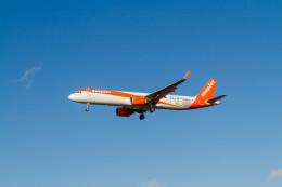 jombohさんが、ロンドン・ガトウィック空港で撮影したイージージェット A321-251NXの航空フォト(飛行機 写真・画像)