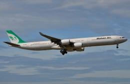 XWBさんが、クアラルンプール国際空港で撮影したマーハーン航空 A340-642の航空フォト(飛行機 写真・画像)