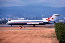 パール大山さんが、伊丹空港で撮影した全日空 727-281の航空フォト(飛行機 写真・画像)