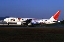 ITM58さんが、伊丹空港で撮影した日本航空 777-289の航空フォト(飛行機 写真・画像)