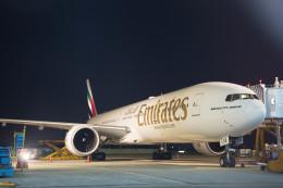 Kaaazさんが、タンソンニャット国際空港で撮影したエミレーツ航空 777-31H/ERの航空フォト(飛行機 写真・画像)