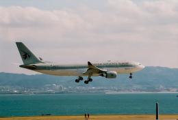 rokko2000さんが、関西国際空港で撮影したカタール航空 A330-202の航空フォト(飛行機 写真・画像)