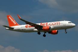 採れたてほしいもさんが、ロンドン・ガトウィック空港で撮影したイージージェット A320-214の航空フォト(飛行機 写真・画像)