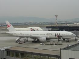 double_licenseさんが、伊丹空港で撮影した日本航空 777-246の航空フォト(飛行機 写真・画像)
