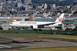 T.Sazenさんが、伊丹空港で撮影した日本航空 777-289の航空フォト(飛行機 写真・画像)