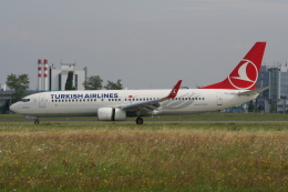 NIKEさんが、ヴァーツラフ・ハヴェル・プラハ国際空港で撮影したターキッシュ・エアラインズ 737-8F2の航空フォト(飛行機 写真・画像)