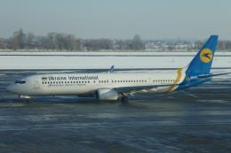 TUILANYAKSUさんが、ボルィースピリ国際空港で撮影したウクライナ国際航空 737-94X/ERの航空フォト(飛行機 写真・画像)