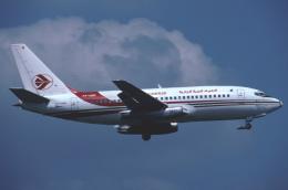 パール大山さんが、ロンドン・ガトウィック空港で撮影したアルジェリア航空 737-2D6/Advの航空フォト(飛行機 写真・画像)
