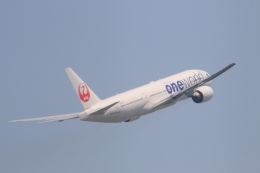 Hiro-hiroさんが、羽田空港で撮影した日本航空 777-246の航空フォト(飛行機 写真・画像)
