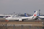 KAZFLYERさんが、成田国際空港で撮影した日本航空 737-846の航空フォト(飛行機 写真・画像)