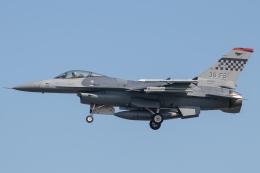 KANTO61さんが、烏山空軍基地で撮影したアメリカ空軍 F-16CM-40-CF Fighting Falconの航空フォト(飛行機 写真・画像)