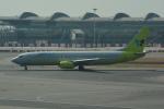 LEGACY-747さんが、香港国際空港で撮影したジンエアー 737-86Nの航空フォト(飛行機 写真・画像)