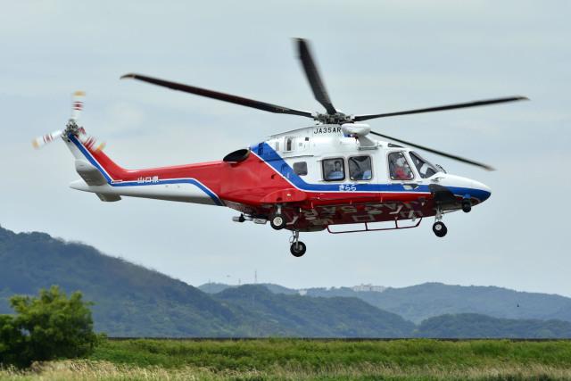 Gambardierさんが、岡南飛行場で撮影した山口県消防防災航空隊 AW169の航空フォト(飛行機 写真・画像)