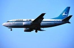 パール大山さんが、ロンドン・ヒースロー空港で撮影したルクスエア 737-528の航空フォト(飛行機 写真・画像)