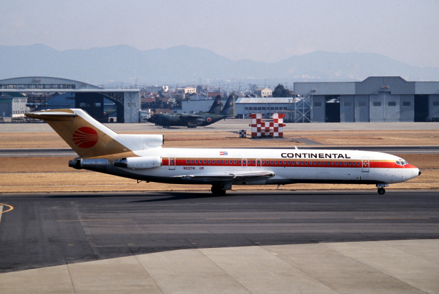 なごやんさんが、名古屋飛行場で撮影したコンチネンタル・ミクロネシア 727-224/Advの航空フォト(飛行機 写真・画像)