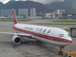 maverickさんが、香港国際空港で撮影した上海航空 767-36D/ERの航空フォト(飛行機 写真・画像)