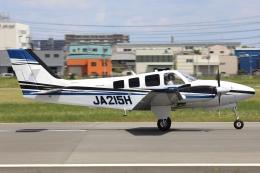 Hii82さんが、八尾空港で撮影した学校法人ヒラタ学園 航空事業本部 G58 Baronの航空フォト(飛行機 写真・画像)