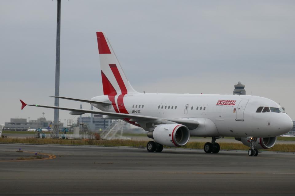 TUILANYAKSUさんのユニバーサルエンターテインメント Airbus A318 (9H-UEC) 航空フォト