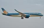 IL-18さんが、タンソンニャット国際空港で撮影したベトナム航空 A350-941の航空フォト(飛行機 写真・画像)