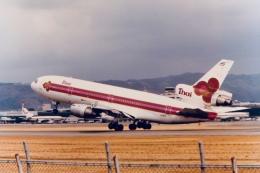 なぞたびさんが、伊丹空港で撮影したタイ国際航空 DC-10-30の航空フォト(飛行機 写真・画像)