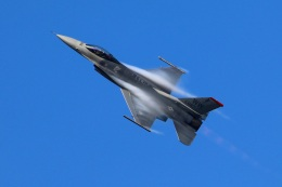 Tomo_mczさんが、新田原基地で撮影したアメリカ空軍 F-16CM-50-CF Fighting Falconの航空フォト(飛行機 写真・画像)