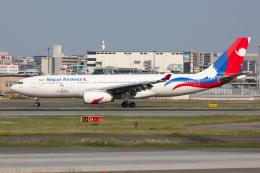 (新)ふぁんとむ改さんが、福岡空港で撮影したネパール航空 A330-243の航空フォト(飛行機 写真・画像)