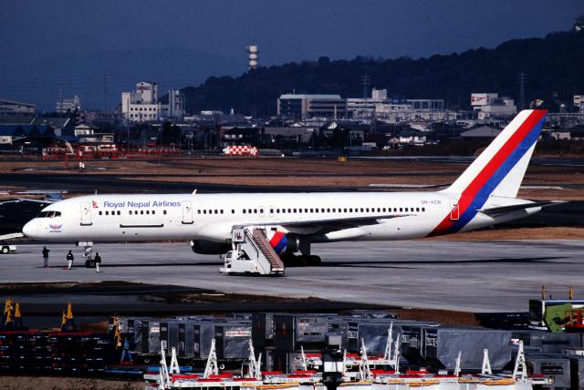 なごやんさんが、名古屋飛行場で撮影したロイヤル・ネパール航空 757-2F8Cの航空フォト(飛行機 写真・画像)
