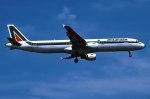 パール大山さんが、ロンドン・ヒースロー空港で撮影したアリタリア航空 A321-112の航空フォト(飛行機 写真・画像)