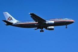 パール大山さんが、ロンドン・ヒースロー空港で撮影したアメリカン航空 A300B4-605Rの航空フォト(飛行機 写真・画像)