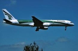 パール大山さんが、ロンドン・ガトウィック空港で撮影したトランサヴィア 757-2K2の航空フォト(飛行機 写真・画像)