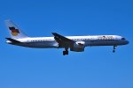 パール大山さんが、ロンドン・ガトウィック空港で撮影したフライング・カラーズ・エアラインズ 757-28Aの航空フォト(飛行機 写真・画像)